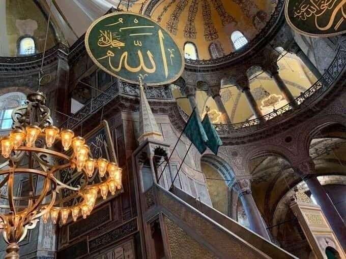 Ayasofya Camii'nde Yeşil Sancaklar